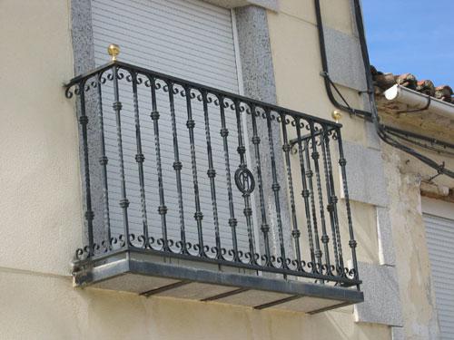 Barandillas escaleras y balcones cerrajer a 5r for Materiales para escaleras exteriores