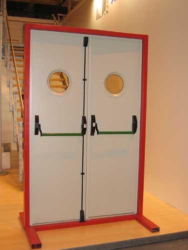 Puertas cerrajer a 5r - Cierres para puertas de aluminio ...