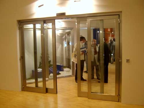 Puertas correderas doble hoja simple puertas correderas for Puertas correderas curvas
