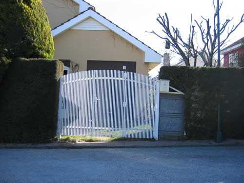 Puertas cerrajer a 5r - Pintar puerta galvanizada ...